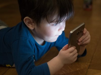 okostelefon használata